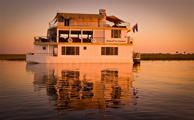 Luxury Houseboat on the Chobe River